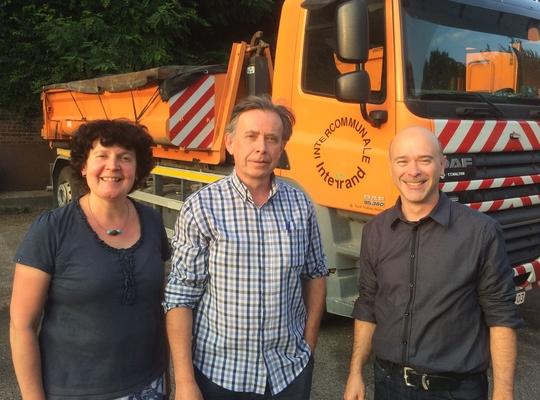 Stef, Jan en Leen bij een vrachtwagen